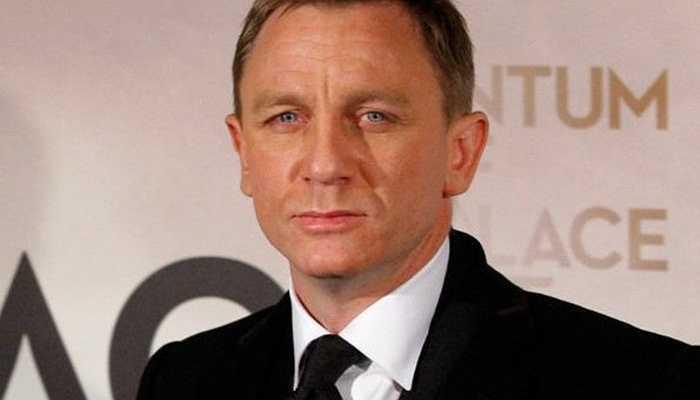 Daniel Craig - chàng điệp viên 'James Bond' khi mới vào nghề từng phải tá túc tại công viên và ngủ trên ghế đá. Và hiện này 65 triệu USD là số tiền 'tiết kiệm' được của tài tử này