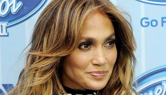 Jennifer Lopez - Ngôi sao này từng cãi nhau nảy lửa với mẹ mình về ước mở trở thành một vũ nữ. Sau khi không được chấp thuận, cô gái 18 tuổi đã bỏ nhà ra đi và qua đêm trên chiếc ghế sofa ở phòng vũ điệu trong vòng vài tháng