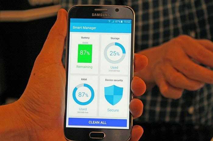 Cả 2 smartphone mới của Samsung đi kèm một ứng dụng Smart Manager, cho phép dọn sạch điện thoại chỉ với một cú nhấn vào một nút.