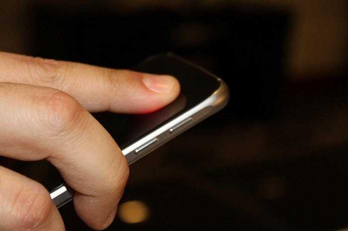Galaxy S6 và S6 Edge có thể đo được nhịp tim của người dùng.