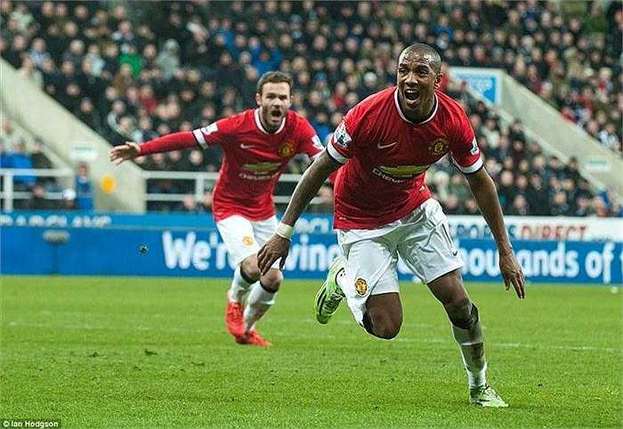 Làm khách trên sân của Newcastle, Man United buộc phải thắng để bảo đảm vị trí thứ tư trên BXH khi mà Liverpool đang bám đuổi ở phía sau.