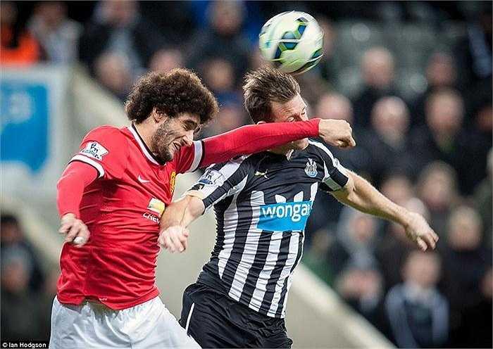 Marouane Fellaini thi đấu cũng khá mờ nhạt.