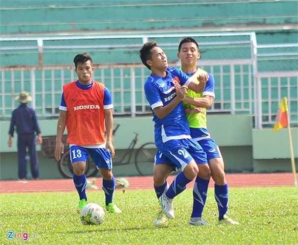 U23 Việt Nam cũng dành nhiều thời gian thực hiện các bài tập đối kháng 5 chống 5. Tuấn Anh và Công Phượng được luân phiên sử dụng ở nhóm cầu thủ đá chính.