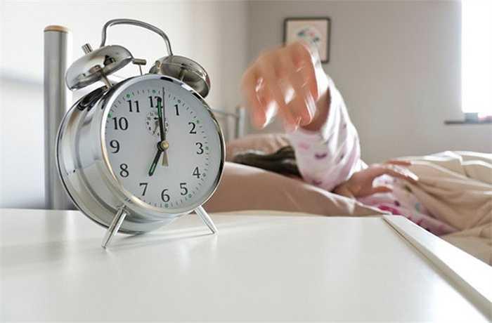 Nếu buổi tối hôm trước bạn nằm ngủ ở bên trái giường và sáng hôm sau tỉnh dậy bạn lại nằm ở bên còn lại, điều đó tương ứng với việc bạn sẽ gặp điềm không may