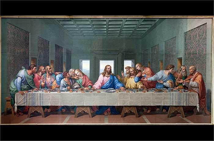 Trong ngày này tốt nhất bạn không nên ngồi vào một bàn ăn lớn mà số thứ tự của mình là 13. Nhiều người cũng tin rằng nếu 13 người cùng xuất hiện trong một căn phòng, một trong số họ sẽ chết trong năm nay
