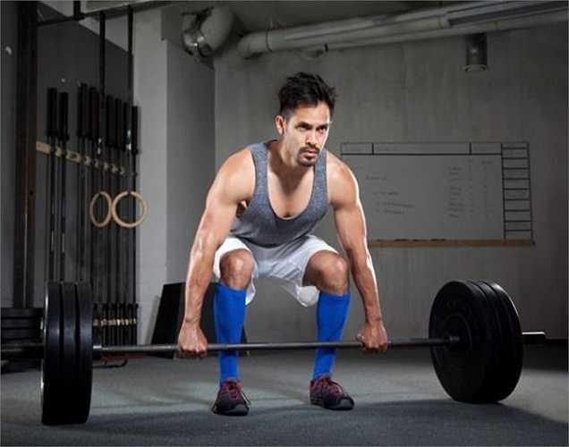 Tập luyện với tạ: tập tạ hai hoặc ba lần một tuần sẽ giúp tăng mức độ testosterone và giảm mức độ estrogen và prolactin.