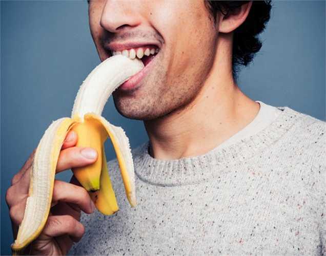 Chuối giúp tăng cường sinh lực và làm tăng nồng độ testosterone, làm thúc đẩy ham muốn tình dục. Bromelain và vitamin B có trong chuối làm tăng sản xuất testosterone.