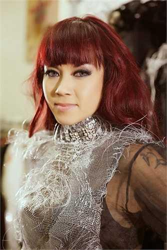 Nữ ca sĩ Thuỷ Tiên hiện đang tất bật tập luyện cùng các khách mời cũng như chuẩn bị trang phục cho liveshow Sol vàng sắp diễn ra.