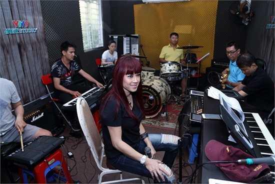 Nữ ca sĩ Hiền Thục sẽ tái ngộ khán giả chương trình Sol Vàng với vai trò ca sĩ khách mời.