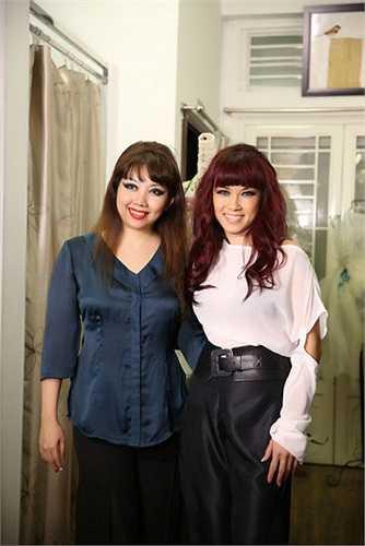 Nữ ca sĩ cũng vừa có buổi thử trang phục tại showroom của NTK.