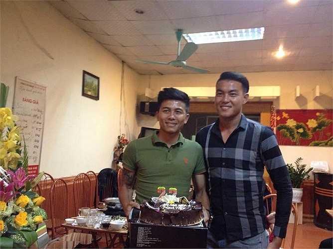 Chàng khổng lồ Hoàng Lâm cũng đến dự buổi sinh nhật.
