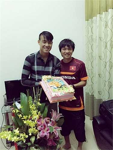 Công Phượng, Tuấn Anh không đủ sức đọ chiều cao với người khổng lồ của U23 Việt Nam.