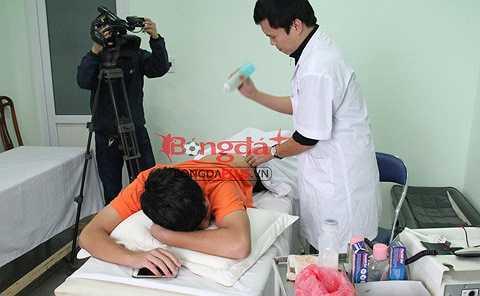 Cách điều trị là tiêm chất dầu tiểu cầu vào vùng tổn thương để kích thích vùng tổn thương; đầu tiên là cơ khép sau đó là vùng thắt lưng chậu