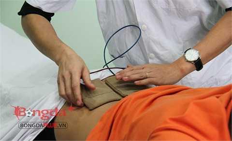 Theo bác sỹ điều trị vật lý trị liệu Vũ Anh Dũng thì Xuân Trường sẽ được điều trị theo hình thức massage bằng thuốc, điện phân, sóng siêu âm...
