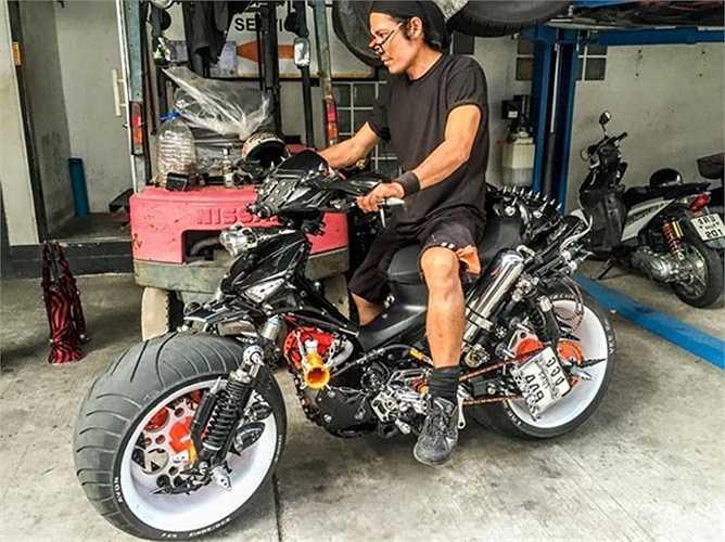 Chiếc Future Neo được chủ nhân của nó là một tay độ xe người Thái Lan đã độ máy lên dung tích 600cc cùng nhiều chi tiết khác như xích, còi, pô,lọc gió...vv, trông khá cầu kỳ và lạ mắt.