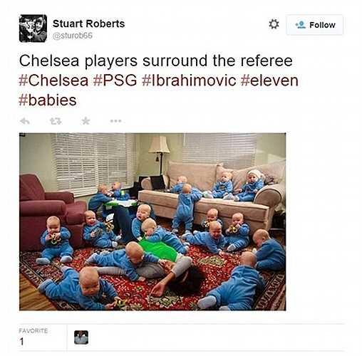 Hình ảnh những đứa trẻ Chelsea bao vây trọng tài đòi đuổi Ibrahimovic chẳng khác gì cảnh này