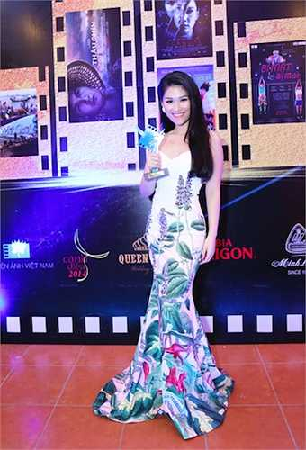 Ngọc Thanh Tâm xúc động tâm sự cô rất bất ngờ khi nhận được giải thưởng 'Diễn viên triển vọng'.'