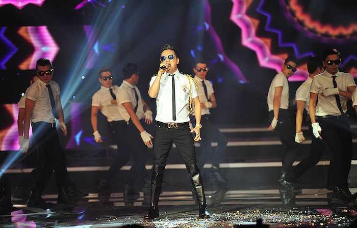 Mr. Đàm mang đến ca khúc nhạc phim 'Hiệp sỹ mù' được phối lại theo phong cách nhạc dance sôi động.