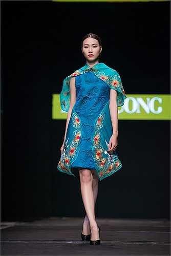 Mùa thu đông năm nay Lan Hương đã táo bạo thể hiện những chiếc váy hiện đại, trẻ trung xinh xắn trên chất liệu lụa tơ tằm trần bông, một sự sáng tạo trên chính chất liệu truyền thống nhưng trang phục lại mang khuynh hướng hiện đại,chị tài tình kết hợp chất liệu oganda với nhung ép lông.