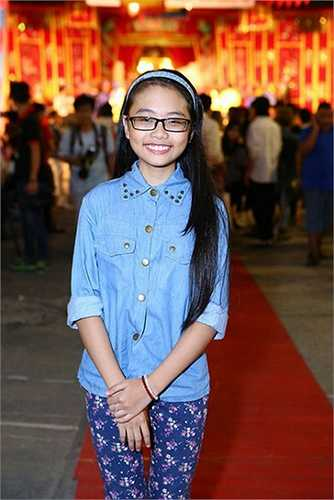 Đặc biệt, cô bé còn lấn sân điện ảnh với bộ phim hài tết mang tên Hai lúa cùng MC Trấn Thành, Tấn Beo, Thúy Nga…