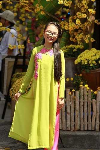 Đôi lúc, Mỹ Chi vẫn diện phong cách áo dài quen thuộc trong những dịp đặc biệt.