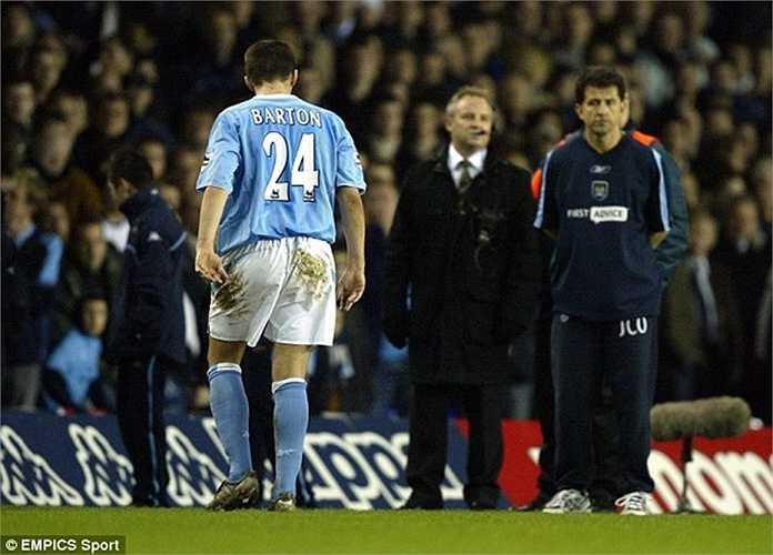 Siêu quậy Joey Barton khiến Man City rơi cảnh thiếu người trong chuyến làm khách của Tottenham năm 2004