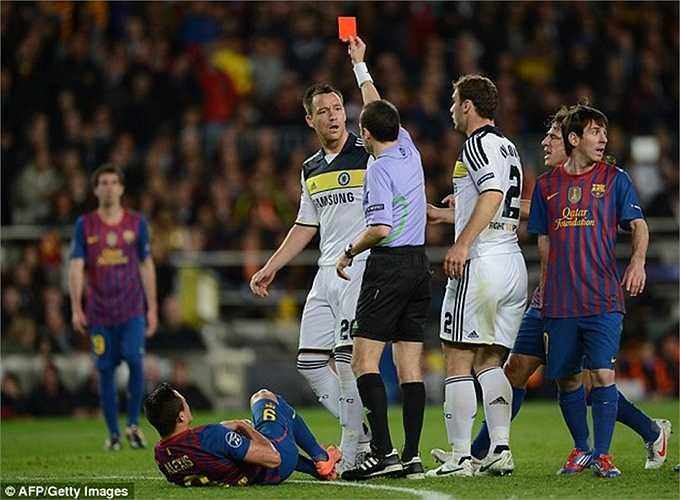 Terry dính thẻ đỏ từ một lỗi không rõ ràng trong trận bán kết lượt về Champions League với Barca