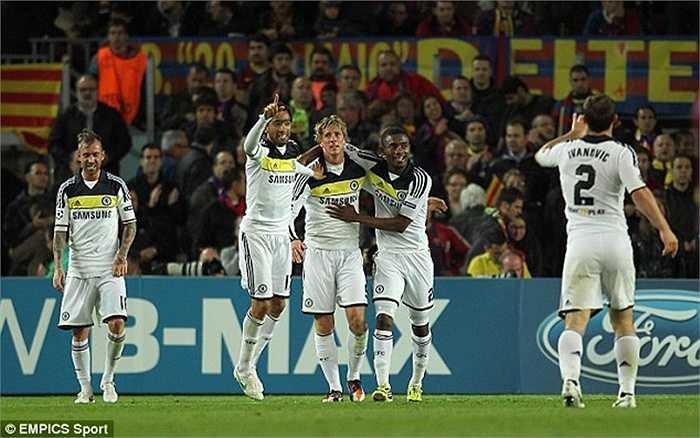 Tuy nhiên Ramires và Torres giúp Chelsea thủ hòa Barca 2-2, qua đó tiến vào trận chung kết gặp Bayern Munich