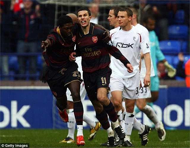 Mặc dù vậy, sự xuất sắc của bộ đôi Van Persie - Adebayor đã giúp Arsenal ngược dòng, thắng ngược 3-2