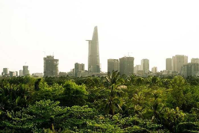 3. Tháp Bitexco. Địa điểm: TP HCM. Chiều cao: 262,5 m. Tháp Bitexco cao 68 tầng, được thiết kế dựa theo nguyên mẫu của hoa sen, quốc hoa của Việt Nam. Với thiết kế bằng kính ấn tượng cộng thêm khu đỗ trực thăng, tháp Bitexco hiện là toà nhà cao nhất TP HCM.