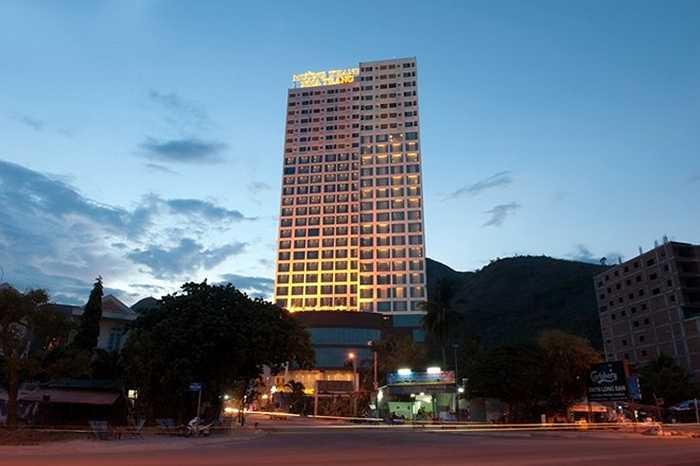 6. Khách sạn Mường Thanh. Địa điểm: Nha Trang. Chiều cao: 166 m. Mường Thanh Nha Trang là khách sạn 5 sao mới nhất, bắt đầu đi vào hoạt động từ tháng 12/2014. Khách sạn có vị trí đẹp với hướng nhìn ra bờ biển.