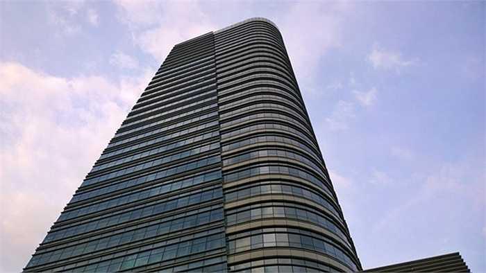 9. Tháp Petroland. Địa điểm: TP HCM Chiều cao: 155 m. Bên cạnh nhiệm vụ chính là trung tâm tài chính của Phú Mỹ Hưng Petro, Tháp Petroland còn bao gồm một tổ hợp văn phòng cho thuê cũng như nhà ở. Tháp Petroland nằm ở khu đô thị mới quận 7, TP HCM.