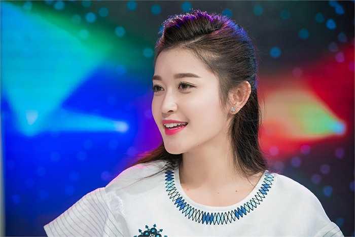 Xuất hiện trong một chương trình truyền hình, Á hậu Huyền My khoe nhan sắc cuốn hút không thể rời mắt.