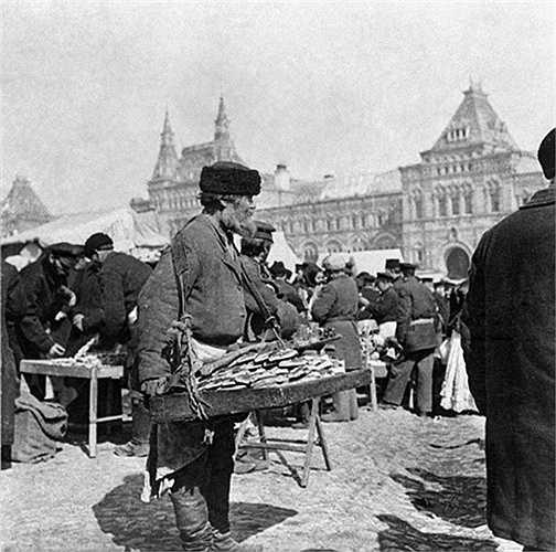 Người bán bánh nướng rong trên Quảng trường Đỏ năm 1900