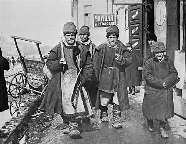Những thợ mộc quê lên Matxcơva kiếm việc làm, 1920