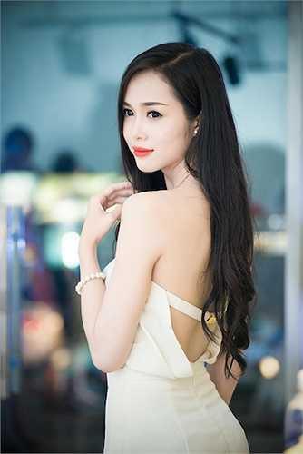 Top 5 Hoa hậu Việt Nam 2012 luôn thu hút ống kính máy ảnh