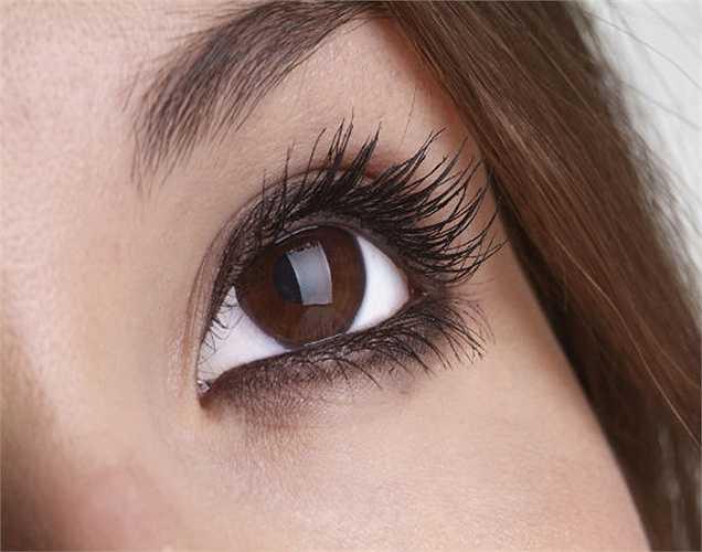 Chữa đau mắt bằng hạt thì là: ngâm hạt thì là vào nước sôi trong một vài phút, nhắm mắt lại và đặt túi hạt thì là ấm lên mắt 15 phút, mắt bạn sẽ giảm viêm. Ngoài ra, hạt thì là còn tốt cho da nữa vì nó giúp chống viêm.
