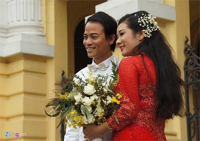 Cách đây khoảng một năm, nữ diễn viên nổi tiếng cùng con trai Chế Linh góp tiền mua một căn nhà riêng trên đường Đào Tấn để góp gạo thổi cơm chung.