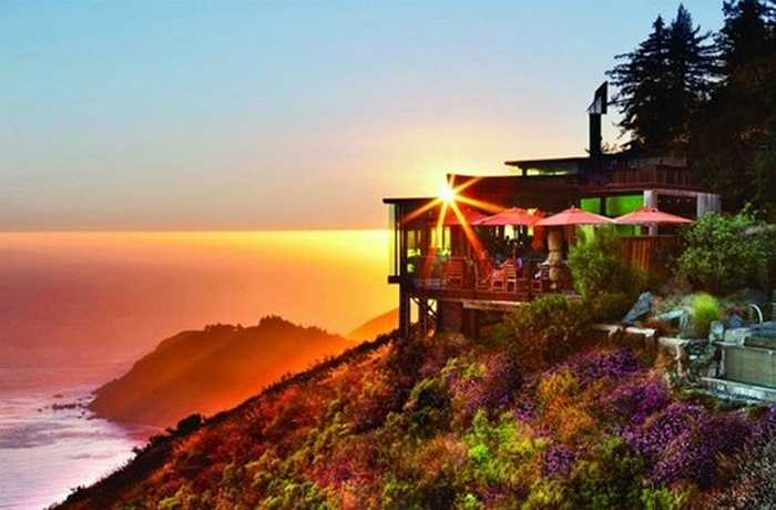 Ngoài Singapore, khu resort cao cấp Post Ranch Inn thuộc vùng Big Sur của California, Mỹ - một thiên đường thu nhỏ nằm giữa Santa Lucia và biển Thái Bình Dương cũng là một địa điểm hấp dẫn cho những bạn trẻ thích đi du lịch ngày Valentine trắng.