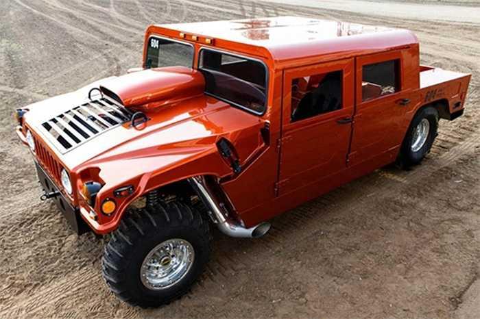 Thân xe là bản sao của một chiếc Hummer và được làm bằng nhôm, bộ khung chế tạo từ kim loại nhẹ.
