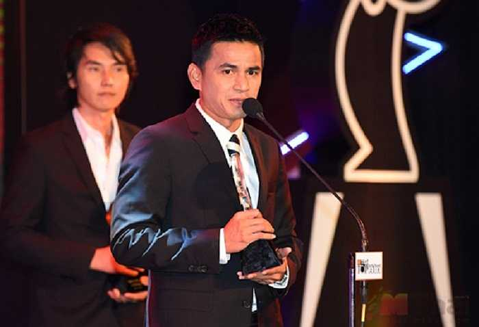 Cùng với người thầy của mình HLV Kiatisuk với thành tích đưa tuyển Thái Lan đoạt chức vô địch Đông Nam Á sau 12 năm chờ đợi cũng đoạt một giải thưởng.