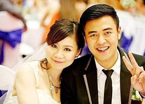 MC Tuấn Tú: Thanh Huyền - vợ MC Tuấn Tú cùng tuổi với chồng. Cô công tác trong ngành dầu khí.