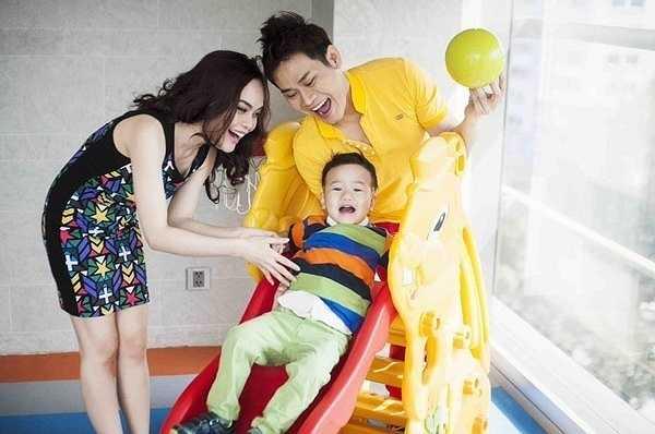 Sau 6 năm kể từ khi đám cưới, cặp đôi đã có 1 cậu con trai đầu lòng tên là Hồng Long (hay gọi là Ryan).