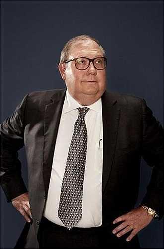 Wiliam Erbey. Tài sản năm ngoái: 2,5 tỷ USD. Tài sản năm nay: 556 triệu USD. Giá cổ phiếu hãng dịch vụ cho vay thế chấp dưới chuẩn tại Mỹ mà Wiliam Erbey gây dựng - Ocwen Financial giảm gần 75% năm ngoái, khiến tài sản của ông cũng trượt dốc theo. Hãng này bị cáo buộc sai phạm trong thu hồi nhà đất.