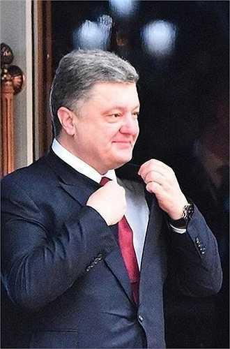 Petro Poroshenko. Tài sản năm ngoái: 1,3 tỷ USD. Tài sản năm nay: 730 triệu USD. Khủng hoảng tại Ukraine đã khiến cựu Tổng thống nước này - Petro Poroshenko mất gần nửa tài sản năm ngoái, trong bối cảnh nội tệ lao dốc và áp lực chính trị yêu cầu ông bán tài sản chính - một hãng kẹo có tên Roshen.