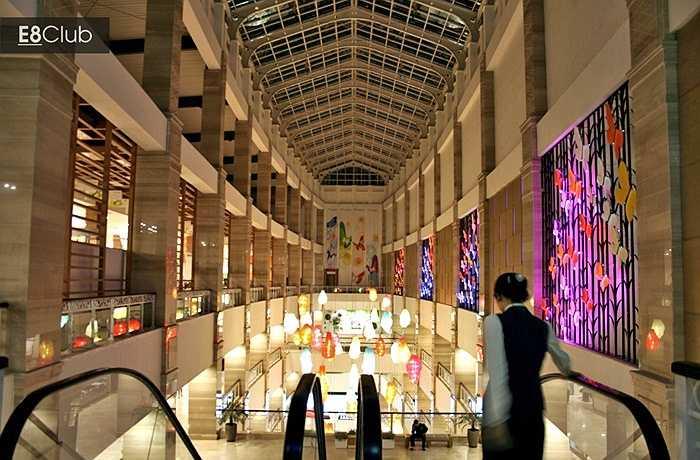 5 tầng đầu của The Garden dành cho khu vực bán lẻ, từ tầng 6 lên đến tầng 18 là khu căn hộ sang trọng và văn phòng. 3 tầng hầm bên dưới dành cho bãi đỗ xe.