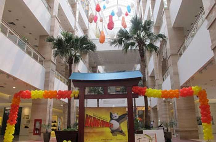 The Garden Shopping Center là trung tâm thương mại lớn nhất Việt Nam hiện nay, với diện tích lên tới 27.000 m2 gồm 3 tầng hầm, 6 tầng dành cho mua sắm và ẩm thực, 4 cửa chính, 4 cửa phụ, 6 thang máy và 4 thang cuốn.