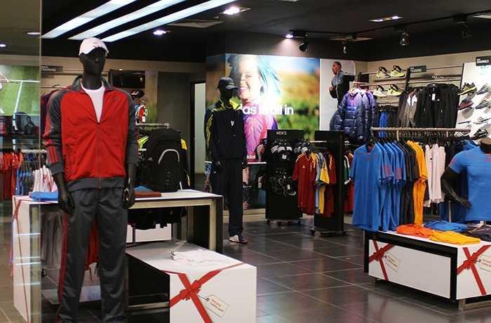 Khu shopping với nhiều thương hiệu lớn