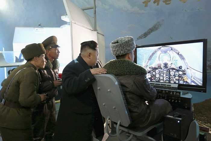 Chủ tịch Kim Jong-un thăm đơn vị Phòng không không quân 1016