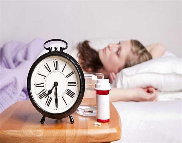 Thuốc ngủ: Nếu bạn bị ợ nóng, nên suy nghĩ trước khi dùng thuốc ngủ hay thuốc an thần. Những loại thuốc bán không cần toa không chỉ làm thêm lo lắng và căng thẳng, còn làm giãn cơ vòng thực quản gây ra chứng ợ nóng.